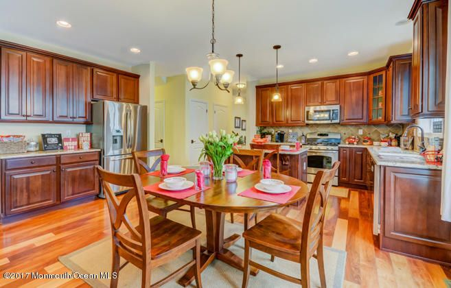 Maison unifamiliale pour l Vente à 503 Cranberry Court Whiting, New Jersey 08759 États-Unis