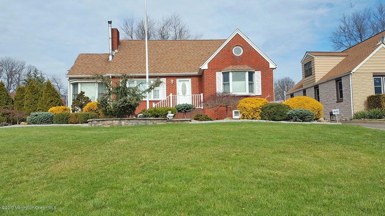 Maison unifamiliale pour l Vente à 894 Upper Main Street Sayreville, New Jersey 08879 États-Unis