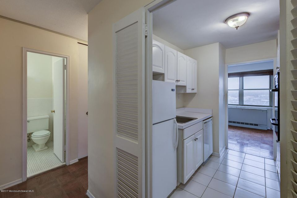 Additional photo for property listing at 28 Riverside Avenue 28 Riverside Avenue Red Bank, New Jersey 07701 Hoa Kỳ