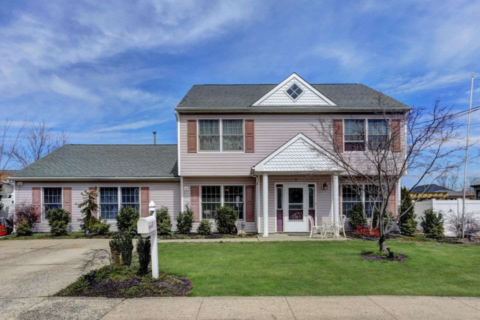 Maison unifamiliale pour l Vente à 7 Ideal Avenue North Middletown, New Jersey 07748 États-Unis