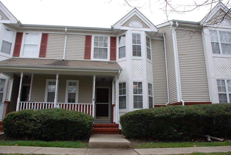 Appartement en copropriété pour l à louer à 95 Lexington Court Holmdel, New Jersey 07733 États-Unis