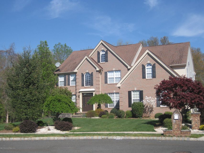 Single Family Home for Sale at 8 Red Oak Court Franklin, New Jersey 08873 United States