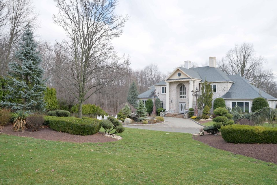 Single Family Home for Sale at 419 Fawns Run Morganville, New Jersey 07751 United States
