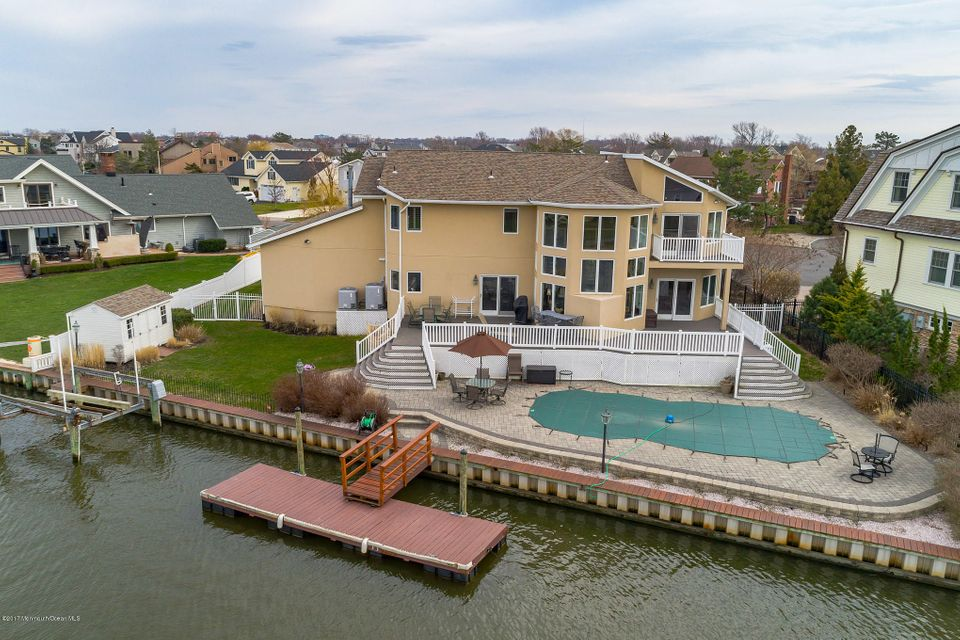 22 Gull Point Road, Monmouth Beach, NJ 07750