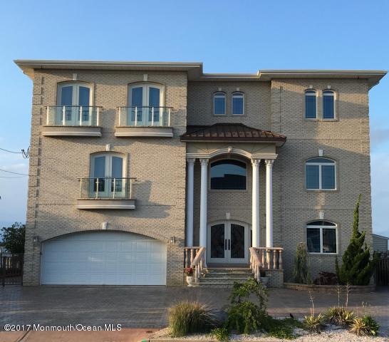 独户住宅 为 销售 在 1874 Ensign Court 汤姆斯河, 08753 美国