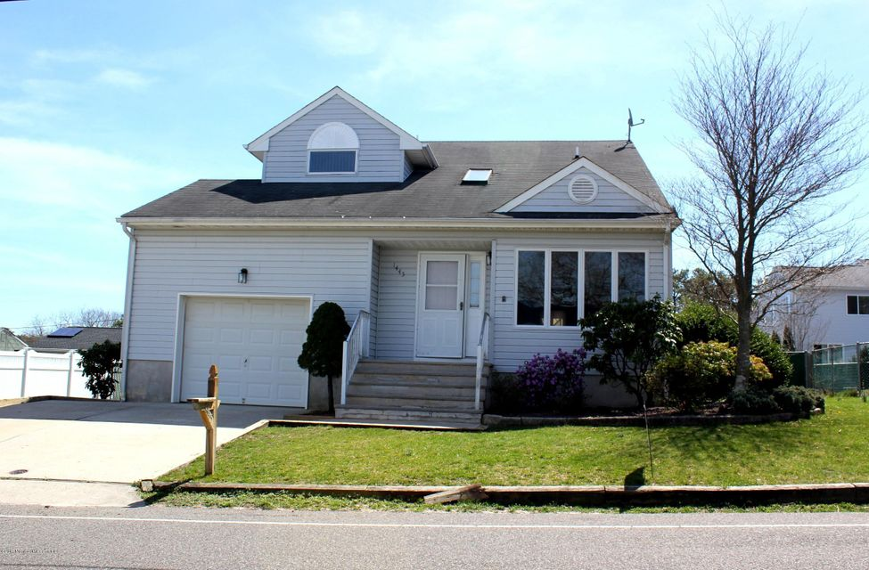 1445 Pacific Avenue, Beachwood, NJ 08722