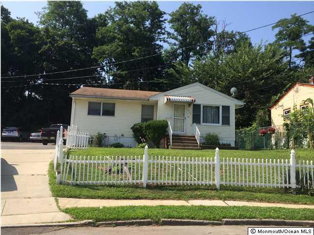 Maison unifamiliale pour l Vente à 503 Park Drive Perth Amboy, New Jersey 08862 États-Unis