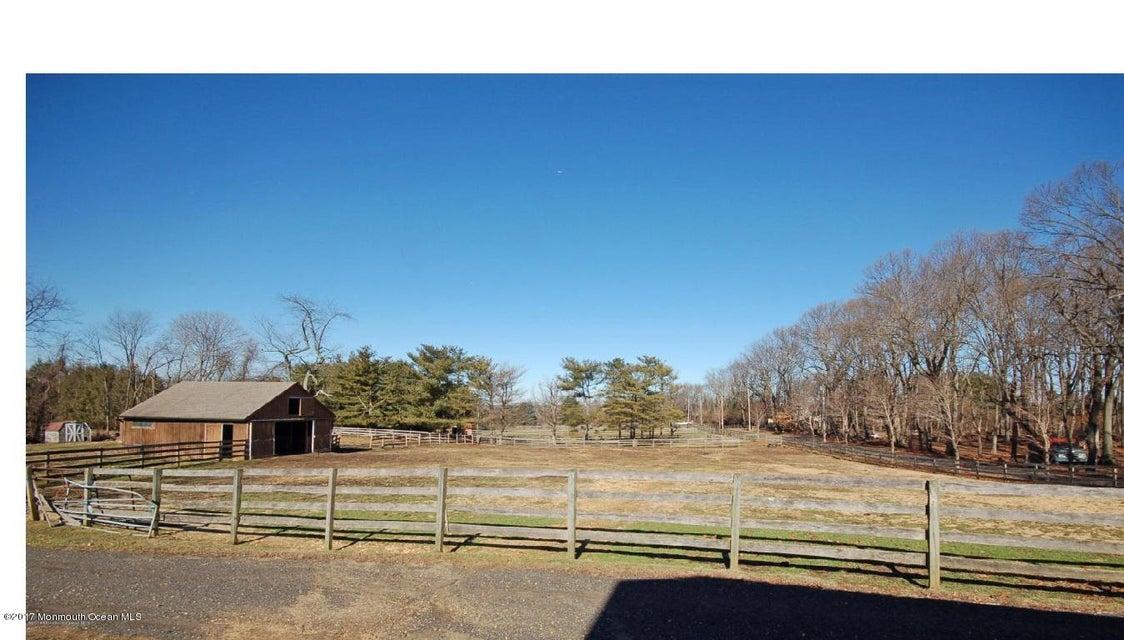 44 Forman small barn
