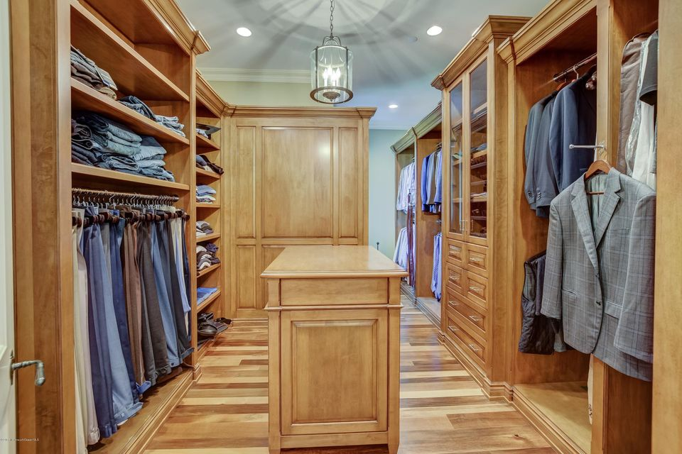 040_Walk In Closet --His