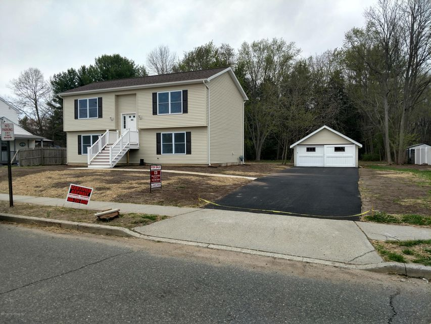 Single Family Home for Sale at 152 Snowhill Street Spotswood, New Jersey 08884 United States