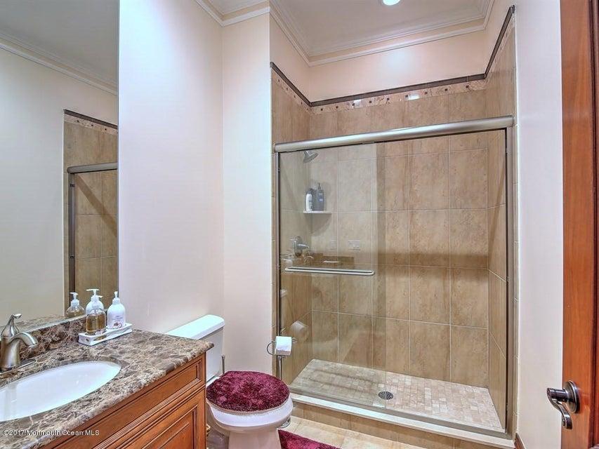 035_GUEST SUITE BATHROOM