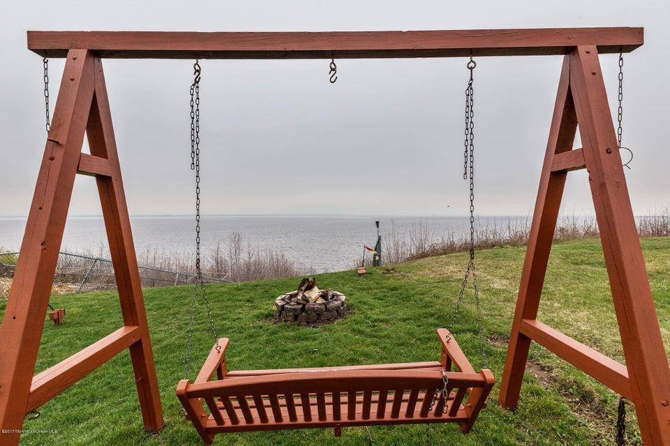独户住宅 为 销售 在 974 Woodcrest Drive Cliffwood Beach, 07735 美国