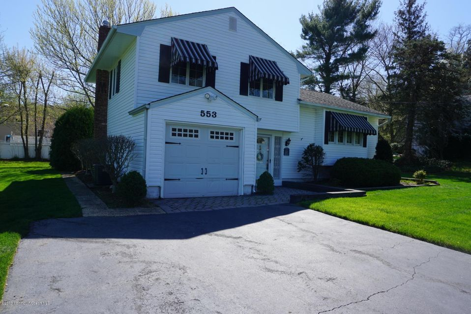 Single Family Home for Sale at 553 East Road Belford, New Jersey 07718 United States