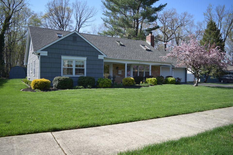 Single Family Home for Sale at 9 Belle Place Aberdeen, New Jersey 07747 United States