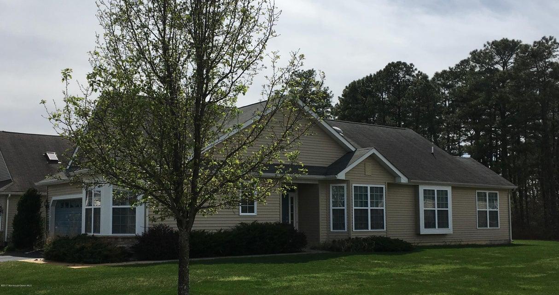 独户住宅 为 销售 在 711 Hollybrook Lane Whiting, 08759 美国