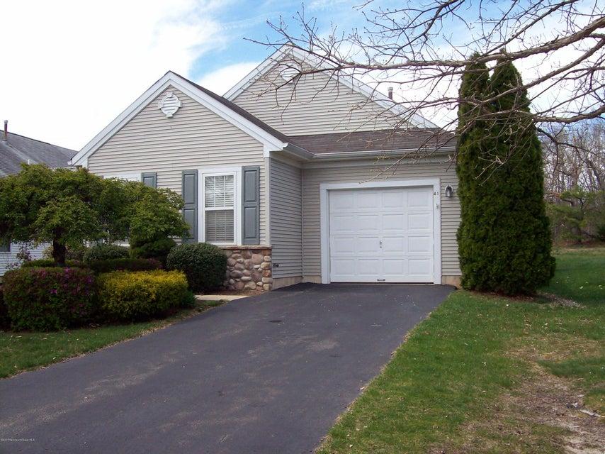 Casa Unifamiliar por un Alquiler en 41 Gabriella Circle Manchester, Nueva Jersey 08759 Estados Unidos