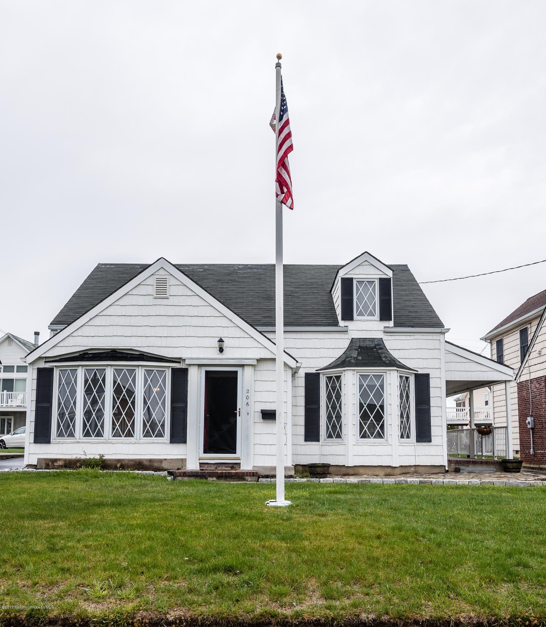 Maison avec plusieurs logements pour l Vente à 206 Evergreen Avenue Bradley Beach, New Jersey 07720 États-Unis