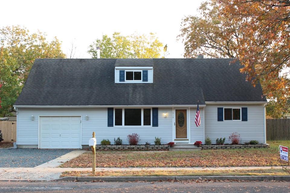 独户住宅 为 销售 在 618 Poplar Street Lakehurst, 新泽西州 08733 美国