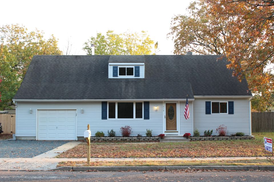 Single Family Home for Sale at 618 Poplar Street Lakehurst, New Jersey 08733 United States
