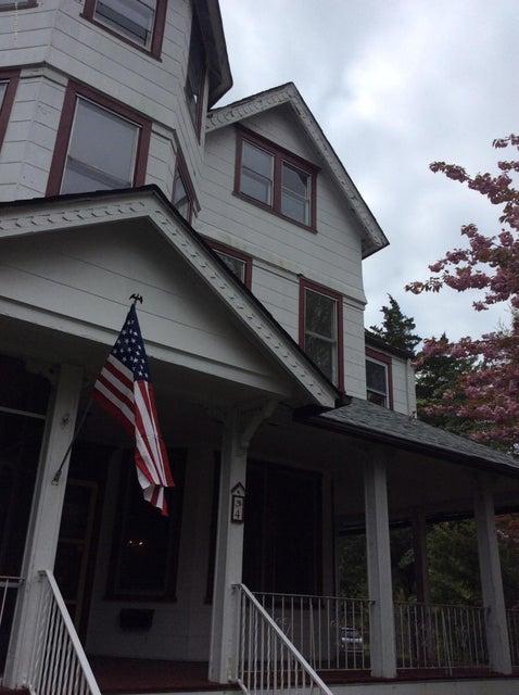 Casa Unifamiliar por un Alquiler en 4 Beechwood Avenue West Long Branch, Nueva Jersey 07764 Estados Unidos