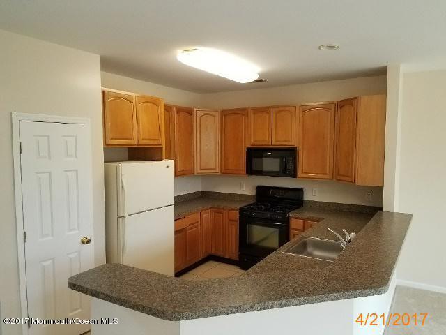 独户住宅 为 销售 在 100 Pine Street Lakehurst, 新泽西州 08733 美国