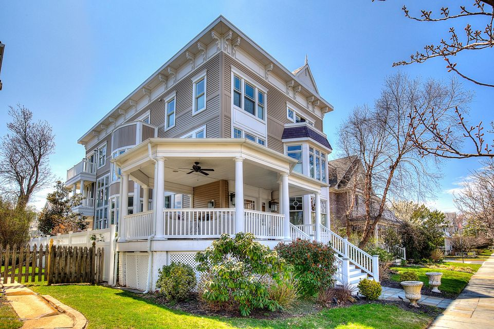 Photo of home for sale at 135 Sylvania Avenue Avenue, Avon-by-the-sea NJ