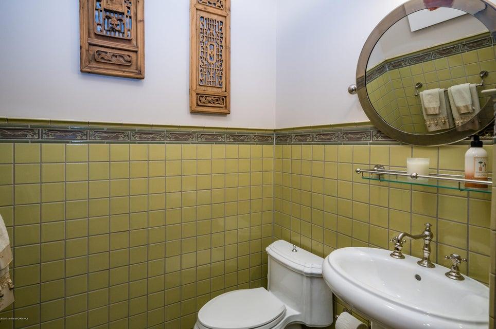 Second Floor Foyer Bath