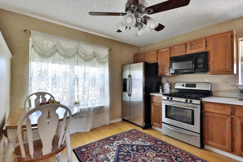 67 Bonnie Dr Middletown NJ-large-008-24-