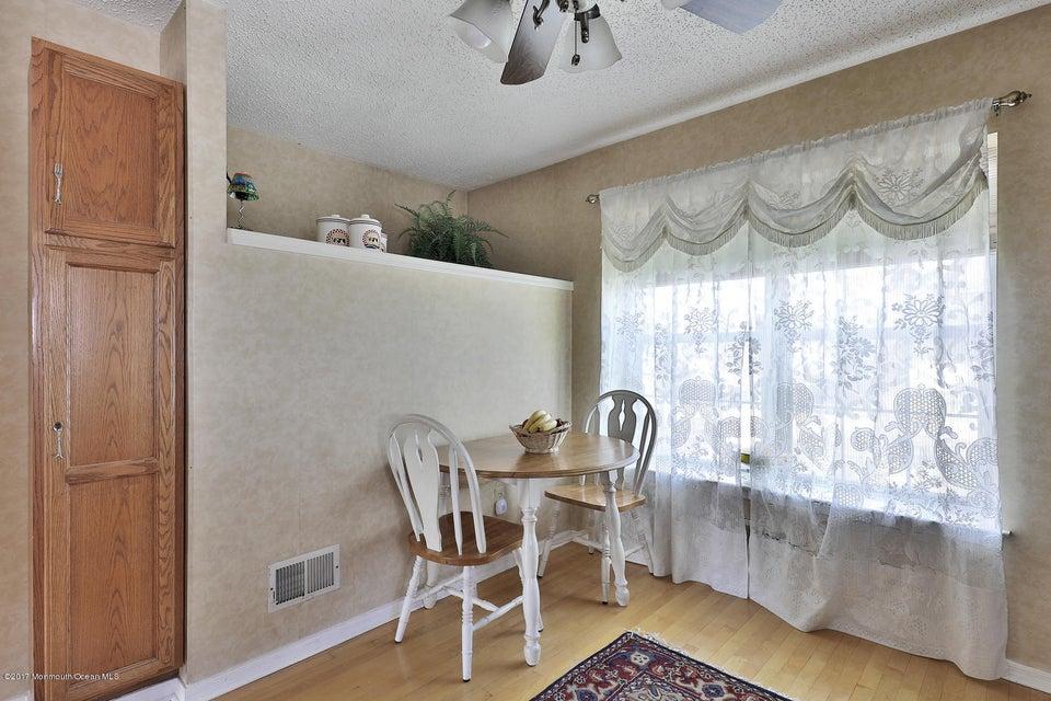 67 Bonnie Dr Middletown NJ-large-009-21-