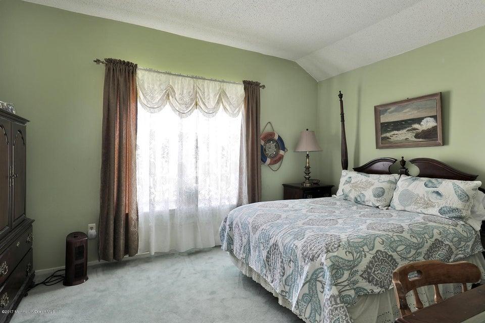67 Bonnie Dr Middletown NJ-large-014-8-4