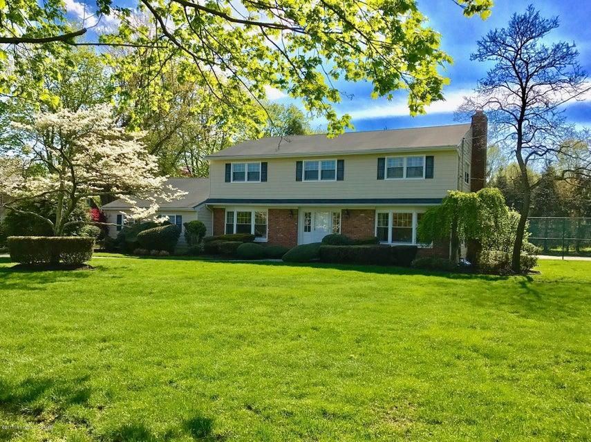 独户住宅 为 销售 在 120 Norwood Avenue Oakhurst, 新泽西州 07755 美国