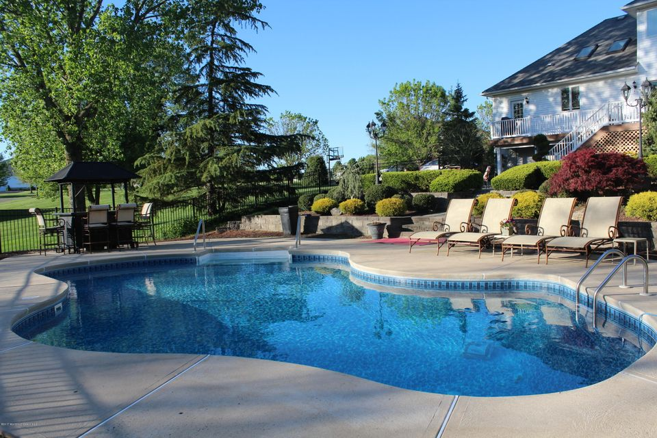 Additional photo for property listing at 1 Queen Court  Manalapan, New Jersey 07726 États-Unis