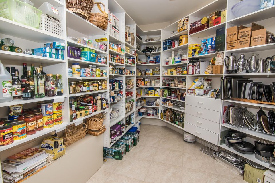 BULTERS/KITCHEN PANTRY