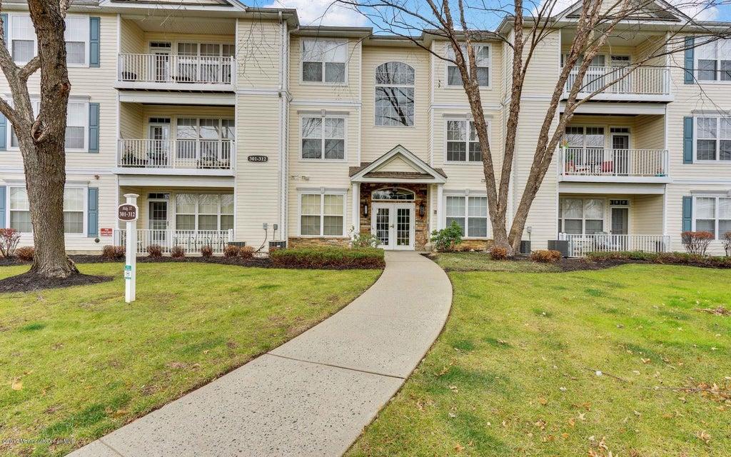 Condominio por un Alquiler en 311 St Andrews Place Manalapan, Nueva Jersey 07726 Estados Unidos