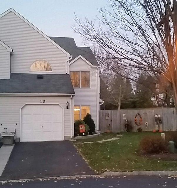 Casa Unifamiliar por un Alquiler en 10 Emerson Court Freehold, Nueva Jersey 07728 Estados Unidos