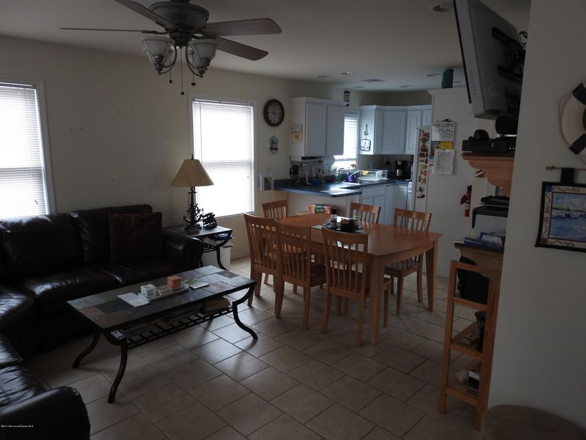 30 E Beach Way - Picture 4