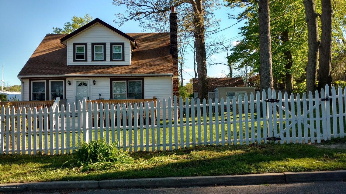 Maison avec plusieurs logements pour l Vente à 4 Burlington Avenue 4 Burlington Avenue Leonardo, New Jersey 07737 États-Unis