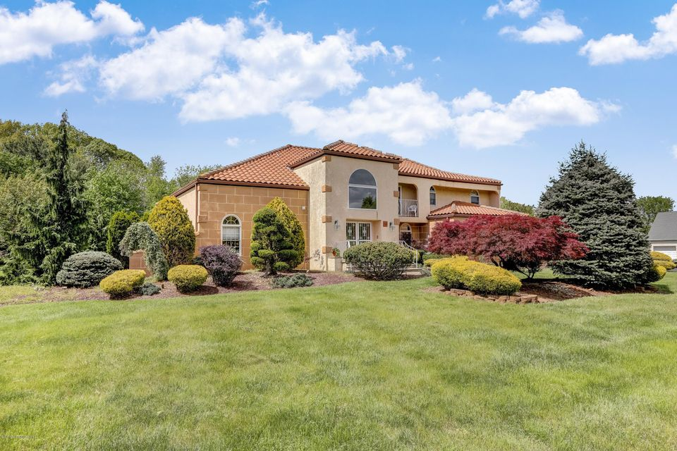 Photo of home for sale at 16 Regency Way Way, Manalapan NJ