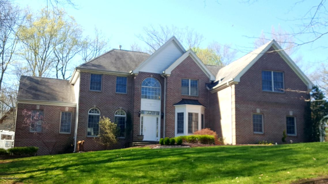 Photo of home for sale at 10 Beechwood Drive Drive, Manalapan NJ