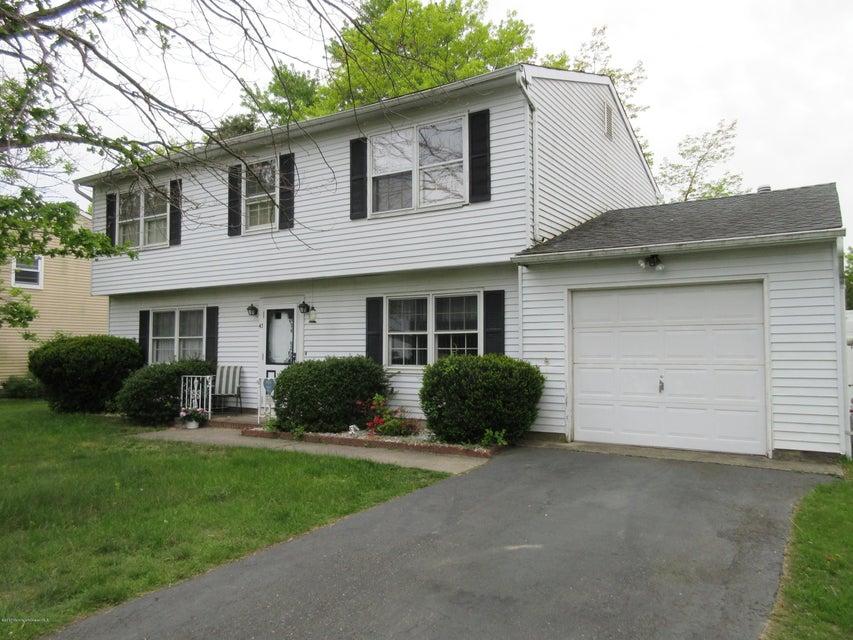 Maison unifamiliale pour l Vente à 43 Conifer Street 43 Conifer Street Howell, New Jersey 07731 États-Unis