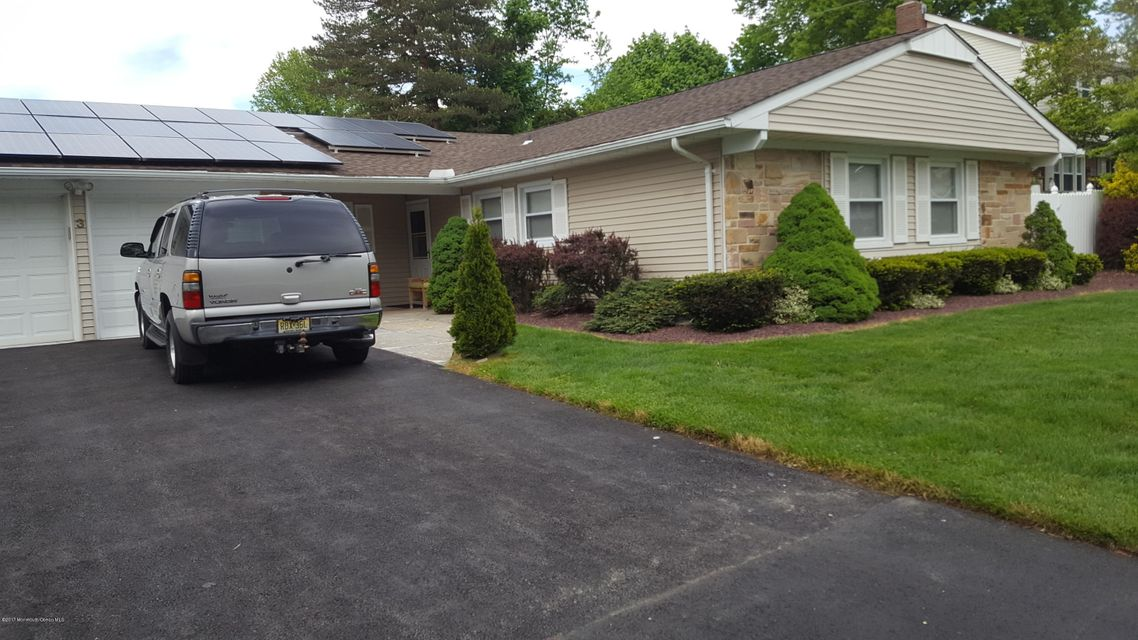 Maison unifamiliale pour l Vente à 3 Indigo Lane Aberdeen, New Jersey 07747 États-Unis
