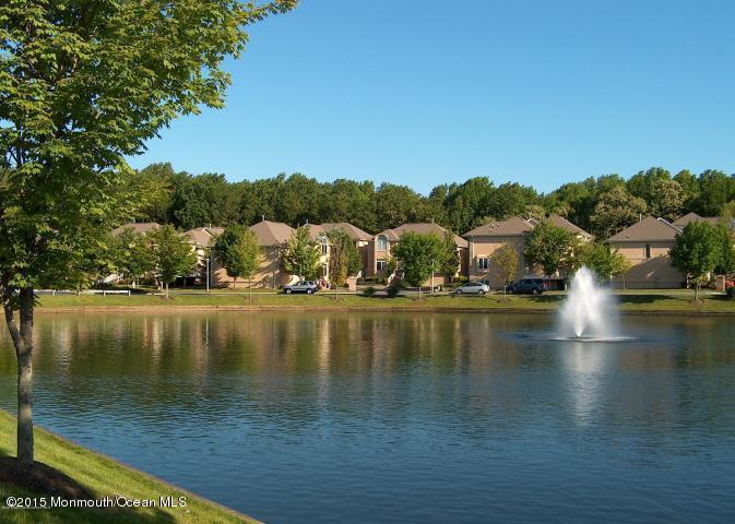 Maison unifamiliale pour l à louer à 130 Mendham Court Holmdel, New Jersey 07733 États-Unis