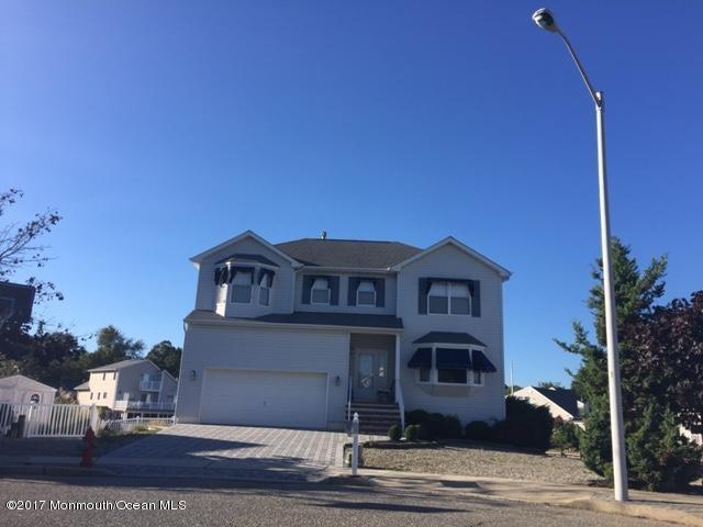 独户住宅 为 销售 在 20 Starboard Court 贝维尔, 新泽西州 08721 美国