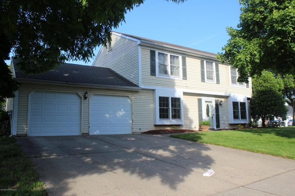 独户住宅 为 销售 在 33 Firethorn Drive 爱迪生, 新泽西州 08820 美国