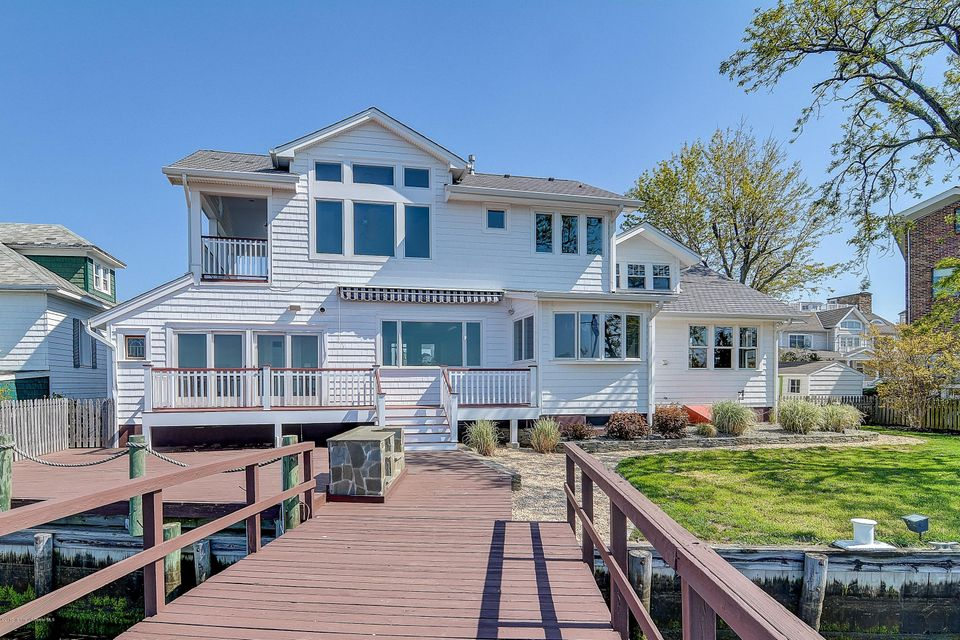 16 Riverview Road, Monmouth Beach, NJ 07750