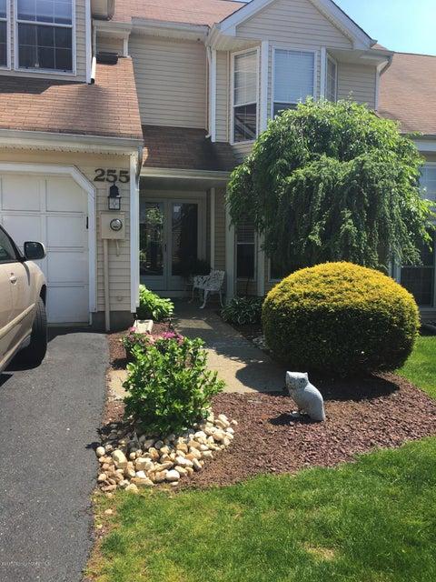 Condominio por un Alquiler en 255 Daffodil Drive Freehold, Nueva Jersey 07728 Estados Unidos