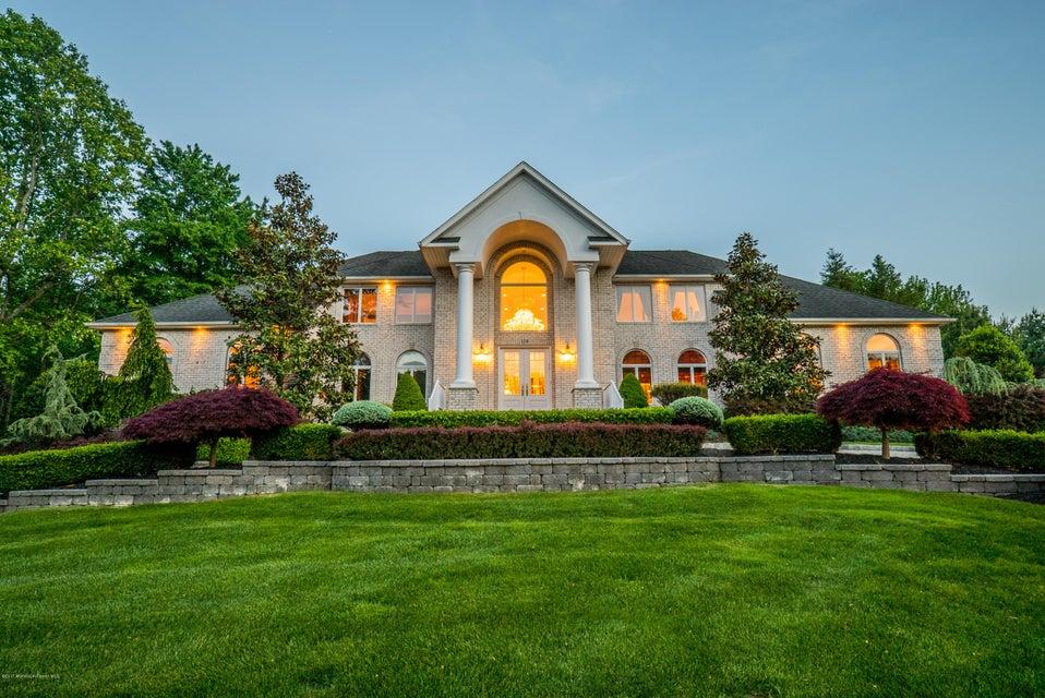 独户住宅 为 销售 在 114 Rico Drive 摩根维尔, 07751 美国