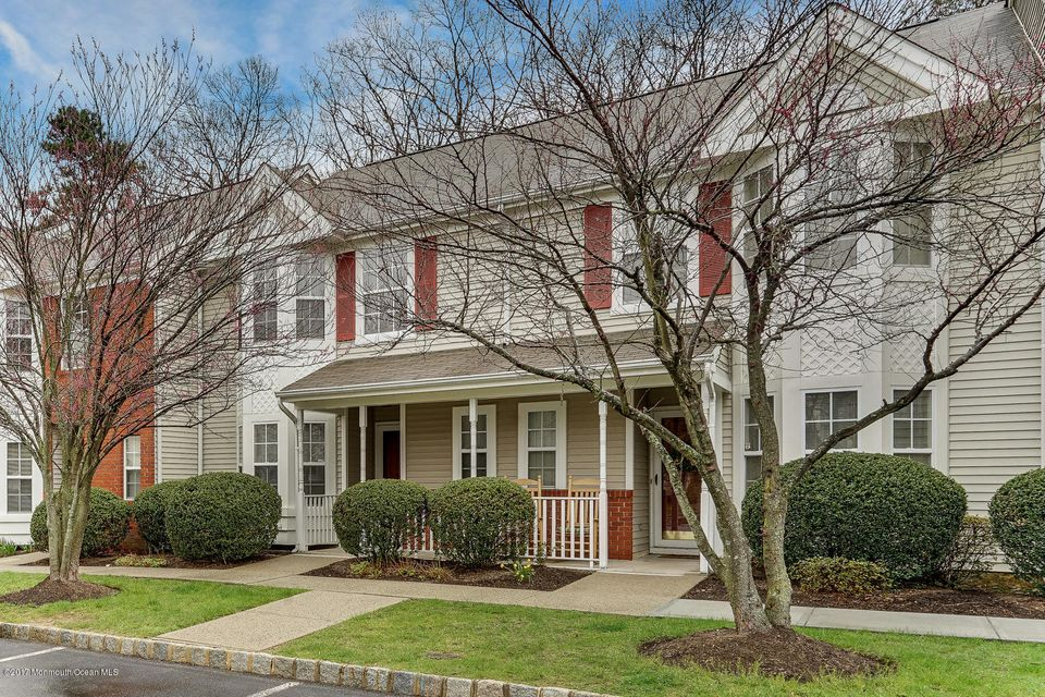 Appartement en copropriété pour l à louer à 13 Lexington Court Holmdel, New Jersey 07733 États-Unis
