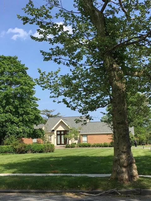 Maison unifamiliale pour l Vente à 35 Almyr Avenue Deal, New Jersey 07723 États-Unis