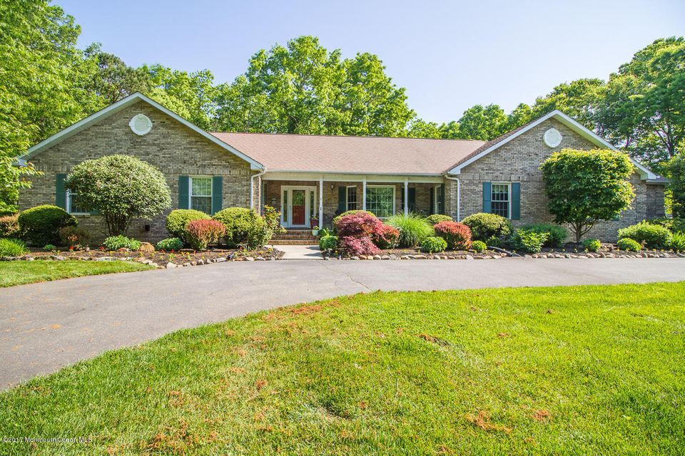 Maison unifamiliale pour l Vente à 1 Jennifer Way New Egypt, New Jersey 08533 États-Unis